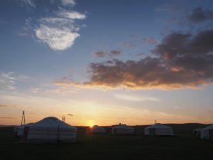 夕暮れのキャンプ