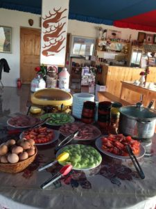 朝食です、鍋の中はお粥